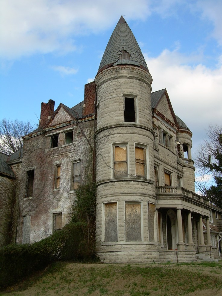 "Abandoned ""haunted"" mansion - Louisville, KY"
