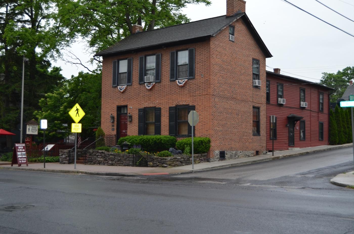 The farnsworth house inn in haunted gettysburg pa jamie for The farnsworth